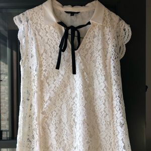 Banana Republic lined lace blouse